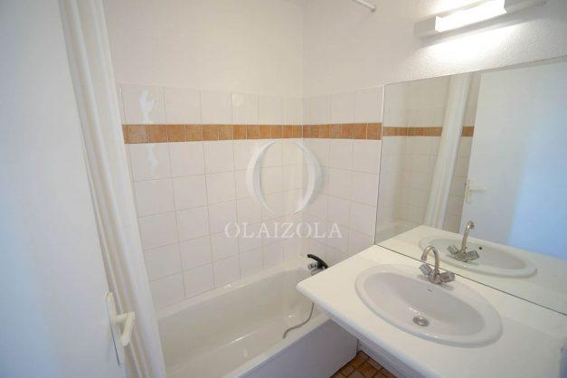 location-vacances-T2-1er etage-terrasse-piscine-parking-Biarritz-ilbarritz-milady-plage-a-pied-008