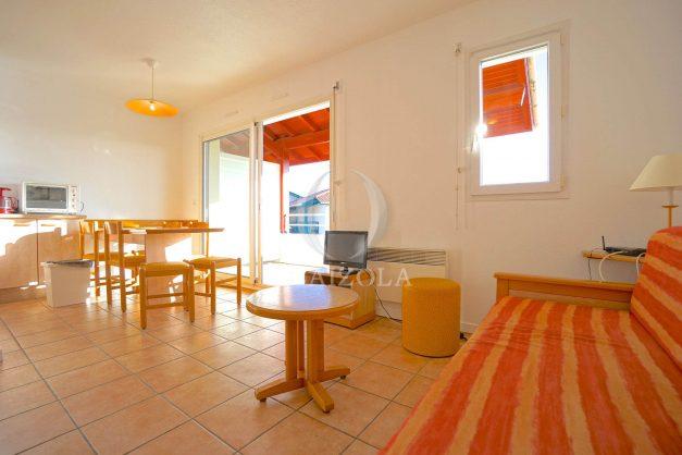 location-vacances-T2-1er etage-terrasse-piscine-parking-Biarritz-ilbarritz-milady-plage-a-pied-014