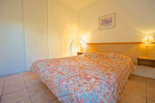 location-vacances-T2-1er etage-terrasse-piscine-parking-Biarritz-ilbarritz-milady-plage-a-pied-018