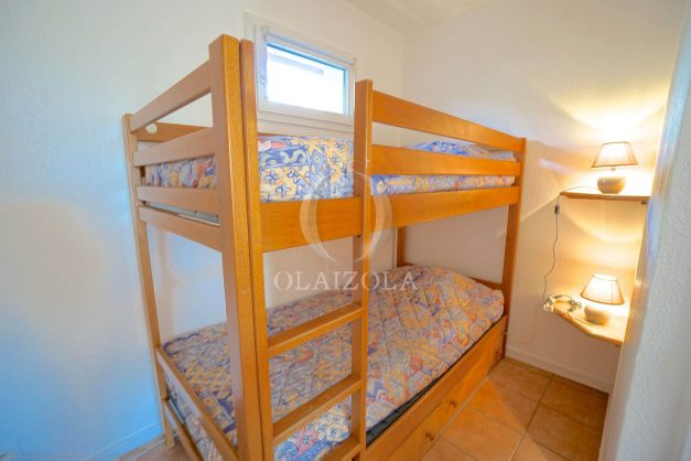 location-vacances-T2-1er etage-terrasse-piscine-parking-Biarritz-ilbarritz-milady-plage-a-pied-019