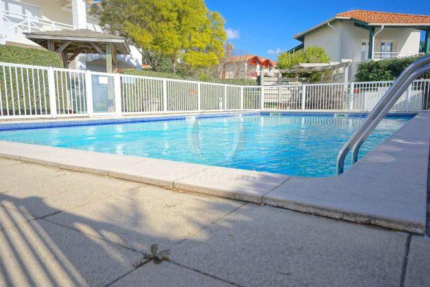 location-vacances-T2-1er etage-terrasse-piscine-parking-Biarritz-ilbarritz-milady-plage-a-pied-023