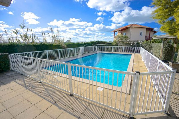 location-vacances-T2-1er etage-terrasse-piscine-parking-Biarritz-ilbarritz-milady-plage-a-pied-024