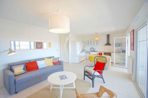 location-vacances-T3-bidart-terrasse-sud-ensoleillee-parking-plage-a-pied-004