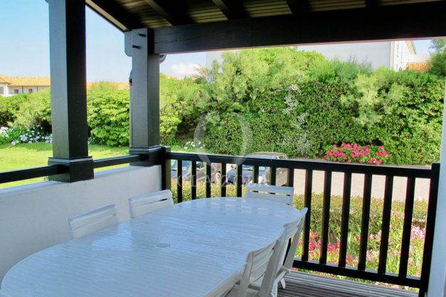 location-vacances-appartement-saint-jean-de-luz-vue-mer-villa-santa-barbara-terrasse-parking-plage-a-pied-024