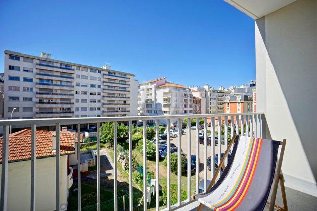 location-vacances-biarritz-appartement-centre-ville-grande-plage-a-pied-balcon-terrasse-ensoleillee-2021-001