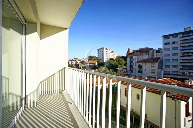 location-vacances-biarritz-appartement-centre-ville-grande-plage-a-pied-balcon-terrasse-ensoleillee-2021-003