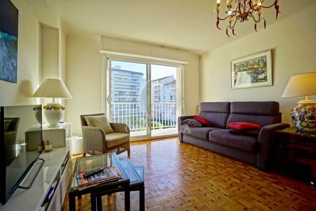 location-vacances-biarritz-appartement-centre-ville-grande-plage-a-pied-balcon-terrasse-ensoleillee-2021-006