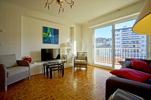 location-vacances-biarritz-appartement-centre-ville-grande-plage-a-pied-balcon-terrasse-ensoleillee-2021-007