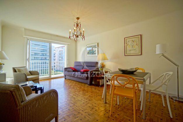location-vacances-biarritz-appartement-centre-ville-grande-plage-a-pied-balcon-terrasse-ensoleillee-2021-009