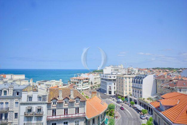 location-vacances-biarritz-appartement-renove-6eme-vue-mer-traversant-centre-ville-tout-a-pied-balcon-003