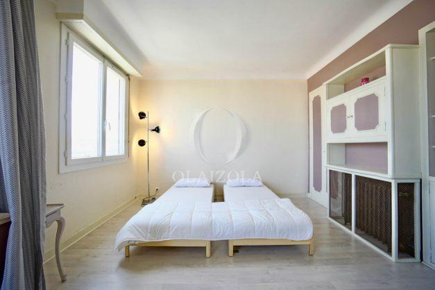 location-vacances-biarritz-appartement-renove-6eme-vue-mer-traversant-centre-ville-tout-a-pied-balcon-015
