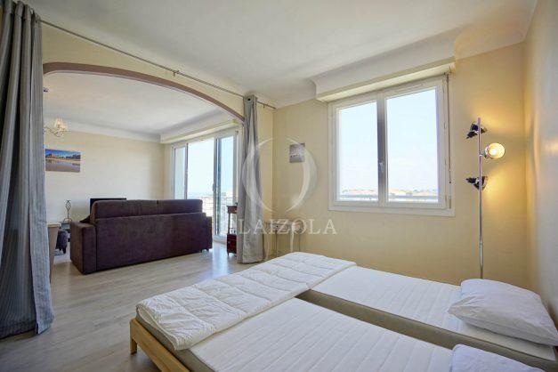 location-vacances-biarritz-appartement-renove-6eme-vue-mer-traversant-centre-ville-tout-a-pied-balcon-017