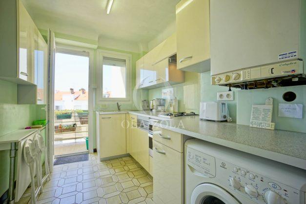 location-vacances-biarritz-appartement-renove-6eme-vue-mer-traversant-centre-ville-tout-a-pied-balcon-018