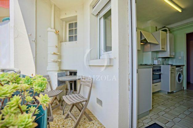 location-vacances-biarritz-appartement-renove-6eme-vue-mer-traversant-centre-ville-tout-a-pied-balcon-021