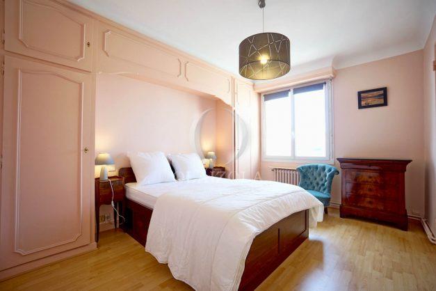location-vacances-biarritz-appartement-renove-6eme-vue-mer-traversant-centre-ville-tout-a-pied-balcon-023