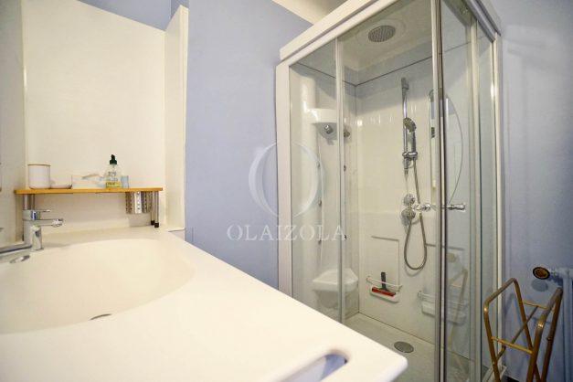location-vacances-biarritz-appartement-renove-6eme-vue-mer-traversant-centre-ville-tout-a-pied-balcon-027