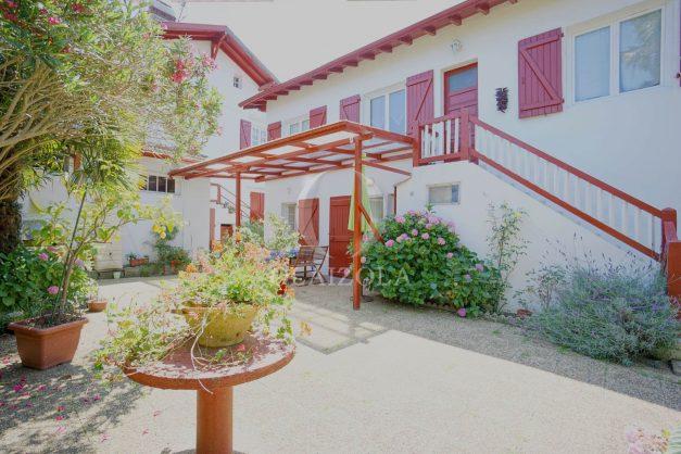location-vacances-biarritz-ascain-appartement-3-pièces-terrasse-couverte-ensoleillee-003