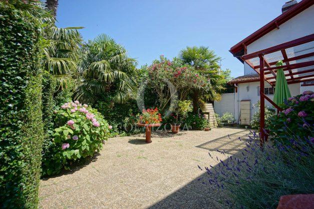 location-vacances-biarritz-ascain-appartement-3-pièces-terrasse-couverte-ensoleillee-004