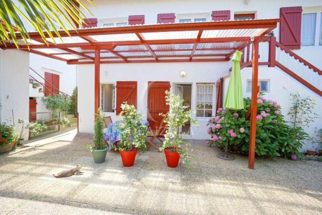 location-vacances-biarritz-ascain-appartement-3-pièces-terrasse-couverte-ensoleillee-005