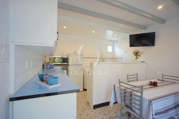 location-vacances-biarritz-ascain-appartement-3-pièces-terrasse-couverte-ensoleillee-006
