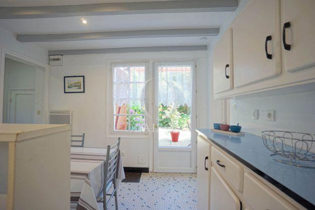 location-vacances-biarritz-ascain-appartement-3-pièces-terrasse-couverte-ensoleillee-007