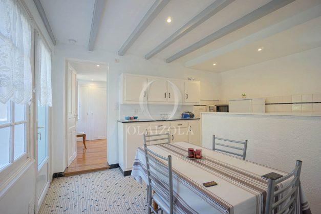 location-vacances-biarritz-ascain-appartement-3-pièces-terrasse-couverte-ensoleillee-008