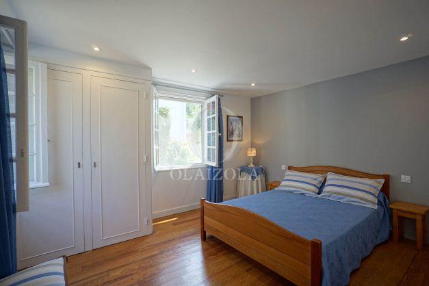 location-vacances-biarritz-ascain-appartement-3-pièces-terrasse-couverte-ensoleillee-010