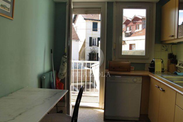 location-vacances-biarritz-centre-ville-balcon-2-chambres-6-personnes-vue-mer-plage-a-pied-008