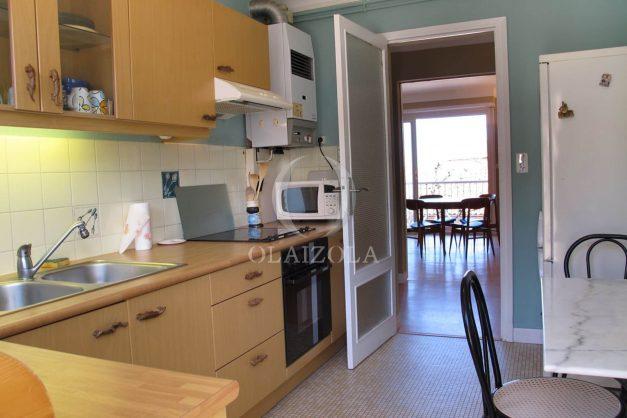 location-vacances-biarritz-centre-ville-balcon-2-chambres-6-personnes-vue-mer-plage-a-pied-011