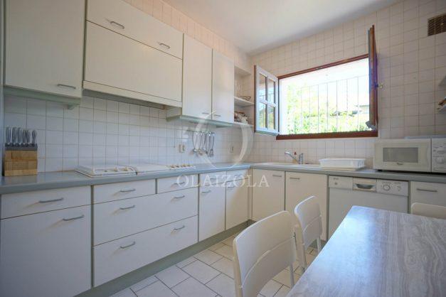 location-vacances-biarritz-villa-mitoyenne-proche-plage-cavalier-anglet-terrasse-barbecue-013