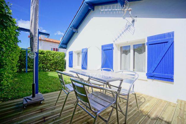 location-vacances-bidart-T2-terrasse-jardin-plages-a-pied-ensoleillee-002