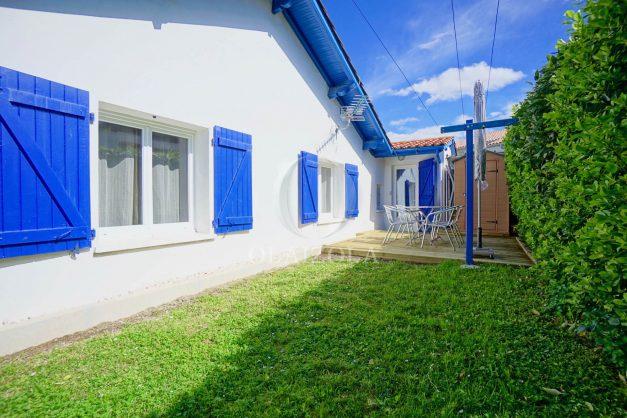 location-vacances-bidart-T2-terrasse-jardin-plages-a-pied-ensoleillee-003