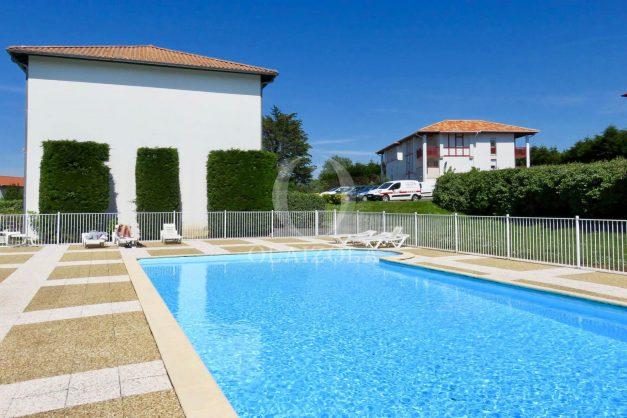 location-vacances-saint-jean-de-luz-acotz-lafitenia-plage-vague-terrasse-parking-plein-sud-2021-019
