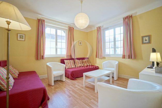 location-vacances-biarritz-appartement-2-chambres-quartier-saint-charles-plage-centre-ville-ideal-groupe-d-amis-commerce-001
