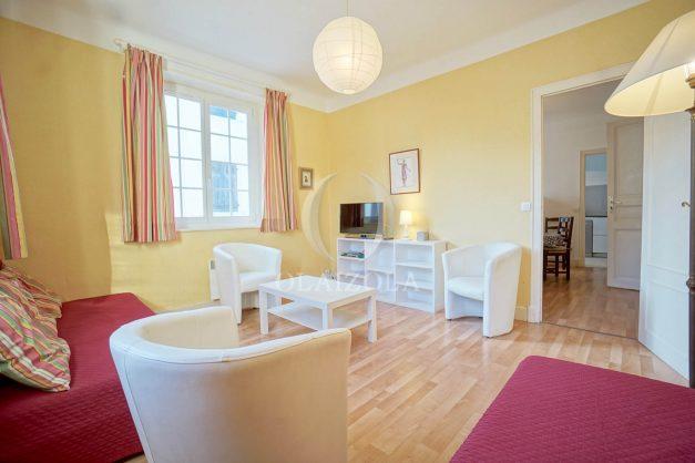 location-vacances-biarritz-appartement-2-chambres-quartier-saint-charles-plage-centre-ville-ideal-groupe-d-amis-commerce-002