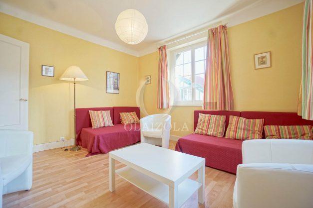 location-vacances-biarritz-appartement-2-chambres-quartier-saint-charles-plage-centre-ville-ideal-groupe-d-amis-commerce-004