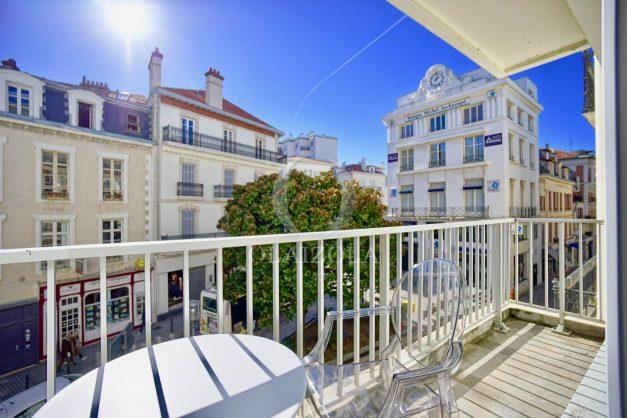 location-vacances-biarritz-place-clemenceau-bord-de-mer-biarritz-location-vacances-biarritz-appartement-neuf-balcon-parking-indigo-plage-a-pied-001