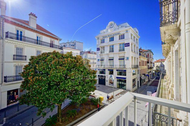 location-vacances-biarritz-place-clemenceau-bord-de-mer-biarritz-location-vacances-biarritz-appartement-neuf-balcon-parking-indigo-plage-a-pied-010