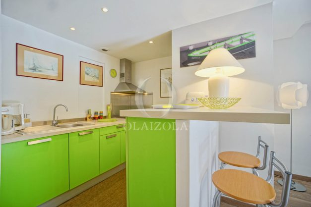 location-vacances-biarritz-place-clemenceau-bord-de-mer-biarritz-location-vacances-biarritz-appartement-neuf-balcon-parking-indigo-plage-a-pied-011