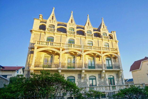 location-vacances-biarritz-appartement-standing-centre-ville-plages-balcons-parking-vue-mer-cyrano-palais-palace-miramar-plage-a-pied-001