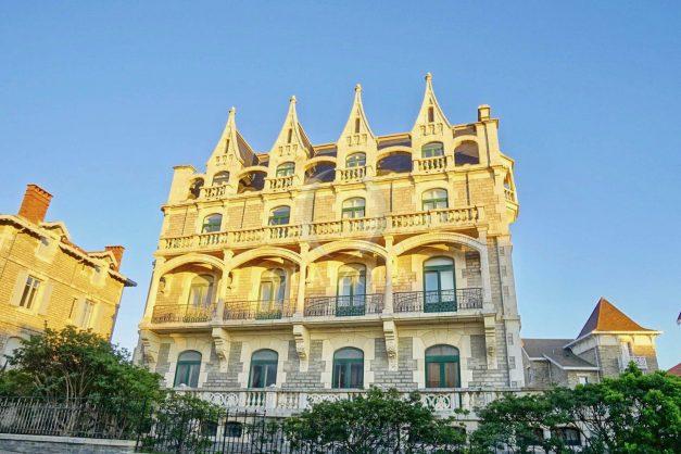 location-vacances-biarritz-appartement-standing-centre-ville-plages-balcons-parking-vue-mer-cyrano-palais-palace-miramar-plage-a-pied-002