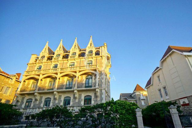 location-vacances-biarritz-appartement-standing-centre-ville-plages-balcons-parking-vue-mer-cyrano-palais-palace-miramar-plage-a-pied-003
