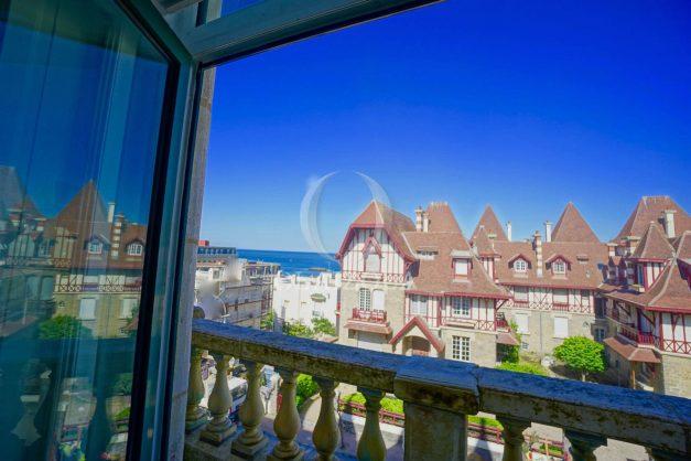 location-vacances-biarritz-appartement-standing-centre-ville-plages-balcons-parking-vue-mer-cyrano-palais-palace-miramar-plage-a-pied-007