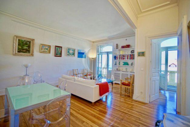 location-vacances-biarritz-appartement-standing-centre-ville-plages-balcons-parking-vue-mer-cyrano-palais-palace-miramar-plage-a-pied-011