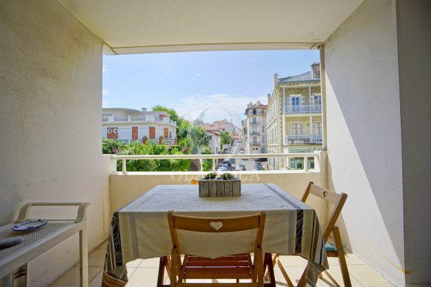 location-vacances-biarritz-appartement-3pieces-centre-ville-balcon-parking-tout-a-pied-2eme-ascenseur-001