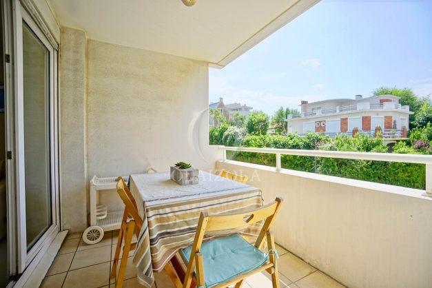 location-vacances-biarritz-appartement-3pieces-centre-ville-balcon-parking-tout-a-pied-2eme-ascenseur-002