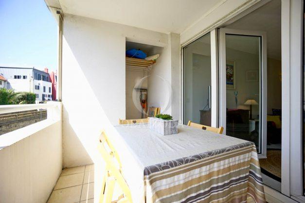 location-vacances-biarritz-appartement-3pieces-centre-ville-balcon-parking-tout-a-pied-2eme-ascenseur-003