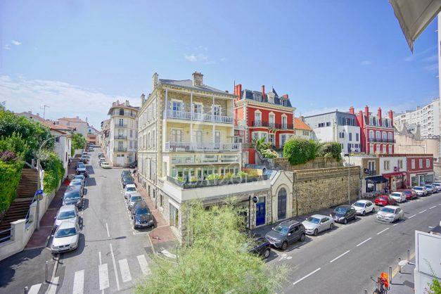 location-vacances-biarritz-appartement-3pieces-centre-ville-balcon-parking-tout-a-pied-2eme-ascenseur-004