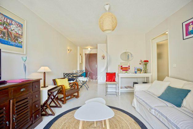 location-vacances-biarritz-appartement-3pieces-centre-ville-balcon-parking-tout-a-pied-2eme-ascenseur-006