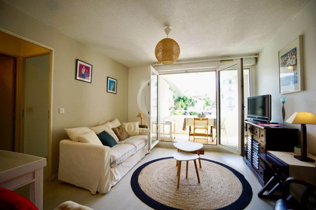 location-vacances-biarritz-appartement-3pieces-centre-ville-balcon-parking-tout-a-pied-2eme-ascenseur-007